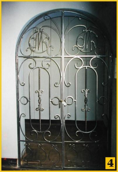 арочные металлические решетки на дверь